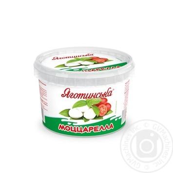 Сир м'який Яготинська Моццарелла в розсолі міні 50% 450г - купити, ціни на МегаМаркет - фото 1