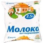 Молоко Хуторок Украинское пастеризованное 2.5% пленка 450г Украина