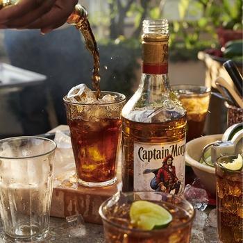 Напій алкогольний Captain Morgan Spiced Gold на основі Карибського рому 35% 1л - купити, ціни на Novus - фото 3