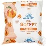 Йогурт Добрыня персик с кусочками фруктов 2.5% 450г пленка Украина