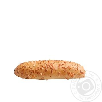 Булочка сырная палочка 100г - купить, цены на Ашан - фото 1