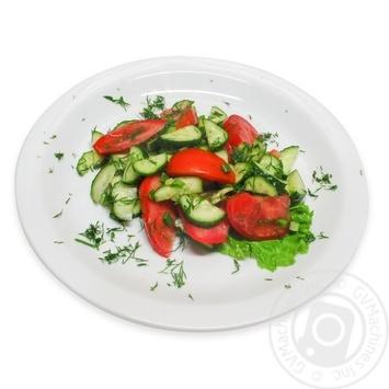 Салат з помідорів та огірків - купити, ціни на МегаМаркет - фото 1