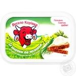 Сыр плавленый Веселая Коровка Сливочный с зеленью и чесноком 50% 180г