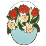 Декорація кошик з весняними квітами в асортименті