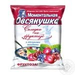 Oatmeal porridge Ovsyanushka with fructose wild berries and cream sweet quick-cooking 40g