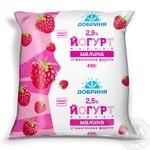 Йогурт Добрыня малина с кусочками фруктов 2.5% 450г пленка Украина