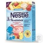 Каша Nestle Помогайка 3 злака с бананом и клубникой 200г