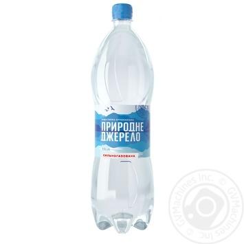 Вода мінеральна Природне Джерело питна сильногазована 1,5л - купити, ціни на Фуршет - фото 1