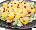 Салат з тунця з ананасами і креветками