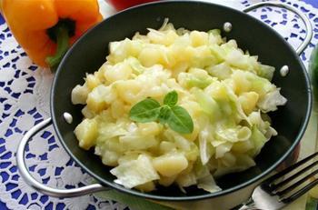 Капустный салат с картофелем