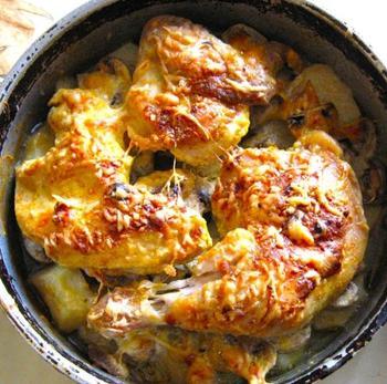 Курка в сирній скоринці з картоплею та грибами