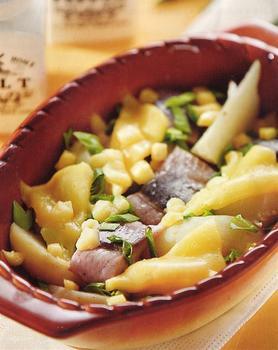 Пикантный картофель с сельдью и сыром