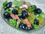 Салат з виноградом, шинкою і сиром Дор блю