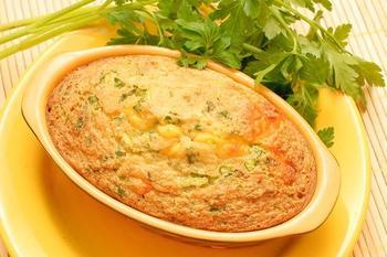 Картопляна запіканка з куркою, грибами і зеленим горошком