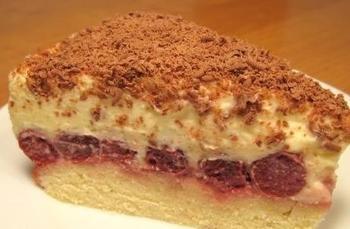 Торт з вишнею та кремом із сиру маскарпоне