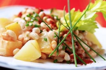 Картофельный салат с тунцом и фасолью