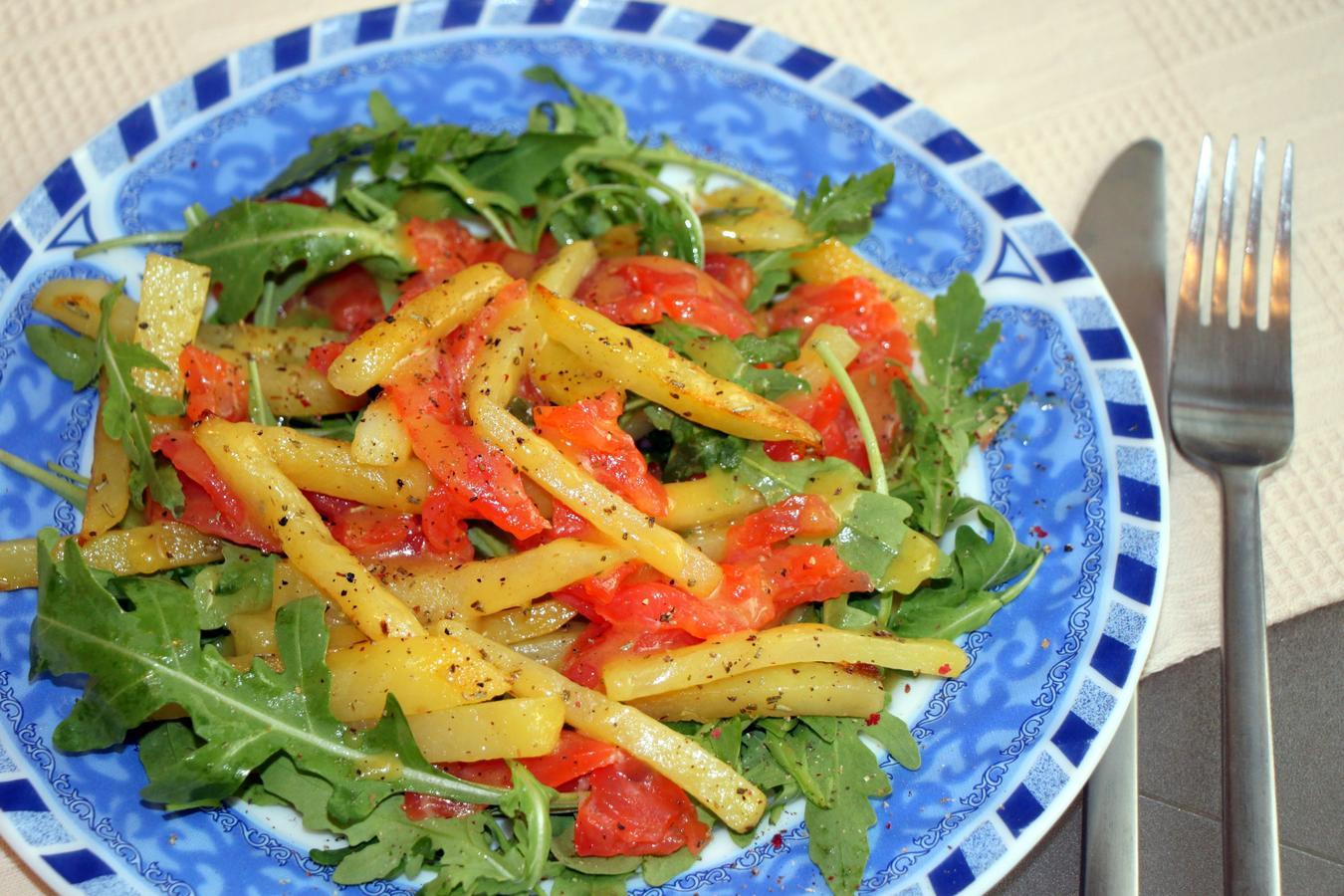 Салат із фореллю і картоплею