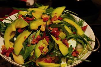 Салат из спаржи, картофеля и авокадо