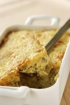 Картофельная запеканка с жареным пореем и тимьяном