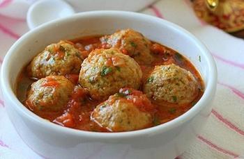 Рыбно-пшенные тефтели в томатном соусе
