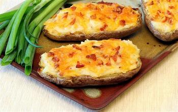 Печеный картофель с голубым сыром