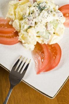 Картопляний салат із шинкою