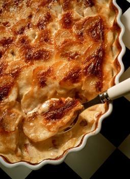 Картофельная запеканка с беконом и луком