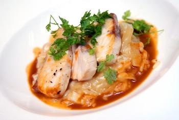 Риба на грилі з имбирно-манговим соусом