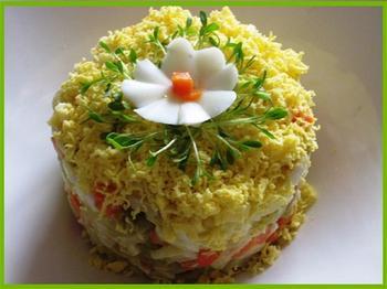 Салат из кальмаров с картофелем и морковью