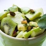 Салат с сельдереем и фруктами