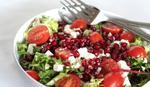 Салат з гранатом, фета і помідорами чері