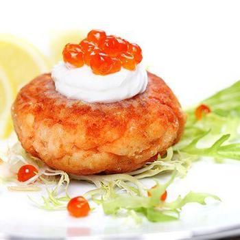 Картопляні латкес з йогуртом і червоною ікрою