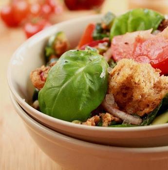 Італійський салат з хлібом