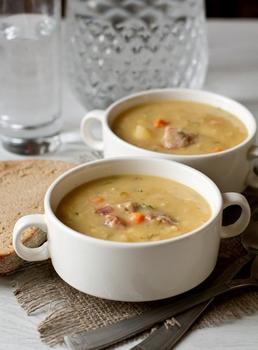 Гороховий суп із реберцями