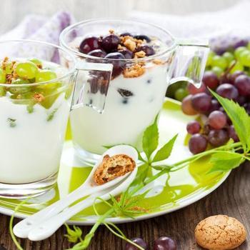Десерт із винограду, маскарпоне і волоських горіхів