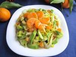 Салат из авокадо, сельдерея и мандарина