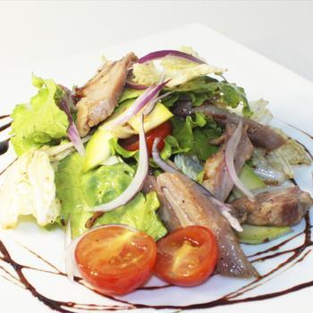 Салат со свининой и яблоками