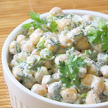 Дієтичний салат із йогуртом