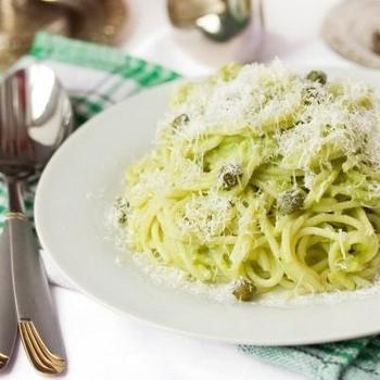 Спагетти с авокадо и чесноком