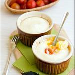 Печеная яичница с креветками в сметанном соусе