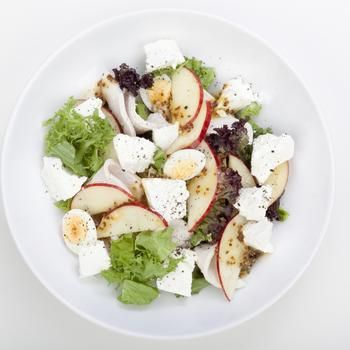 Салат из курицы с яблоками