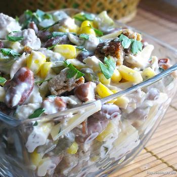 Салат із сиром і кукурудзою