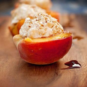 Персики в меду с кремом