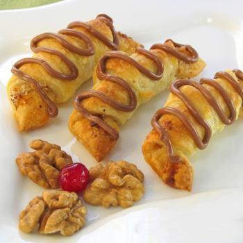 Слоеные рогалики с орехами
