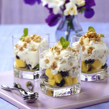 Десерт із винограду та яблук