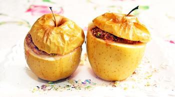 Запечені яблука з інжиром