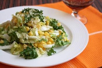 Салат із кукурудзою та кунжутом