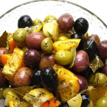 Теплые маринованные оливки по‑французски