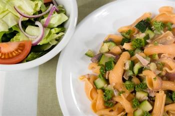 Салат макаронний