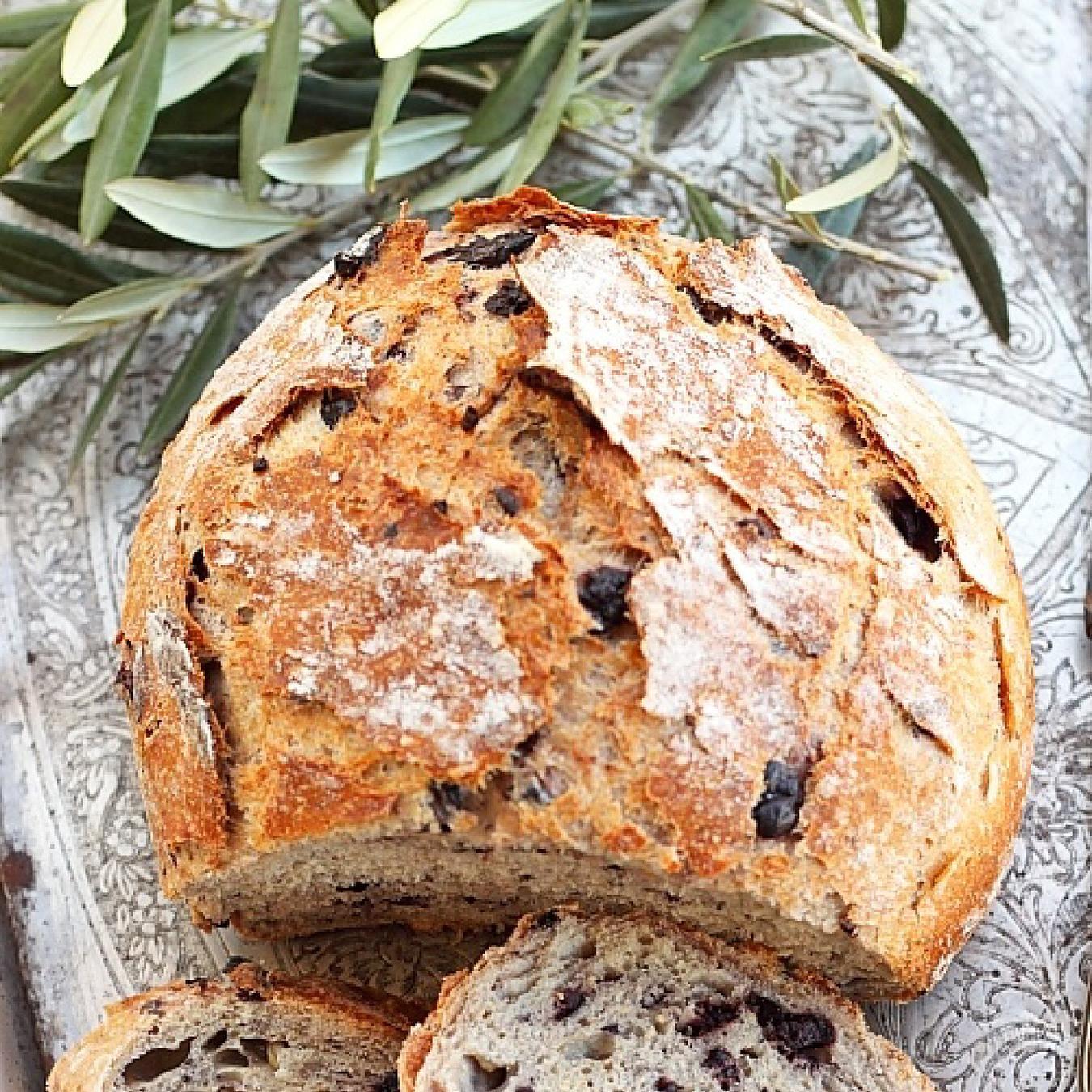 Пшенично-ржаной хлеб с изюмом и тмином